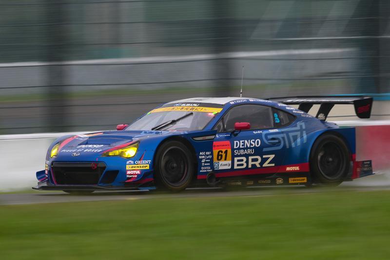 3位は、61号車 SUBARU BRZ R&D SPORT(井口卓人/山内英輝組)。徐々に順位を上げ、一時はトップを走行した