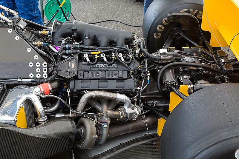 エンジンはV型6気筒1.5リッターターボのRA168E