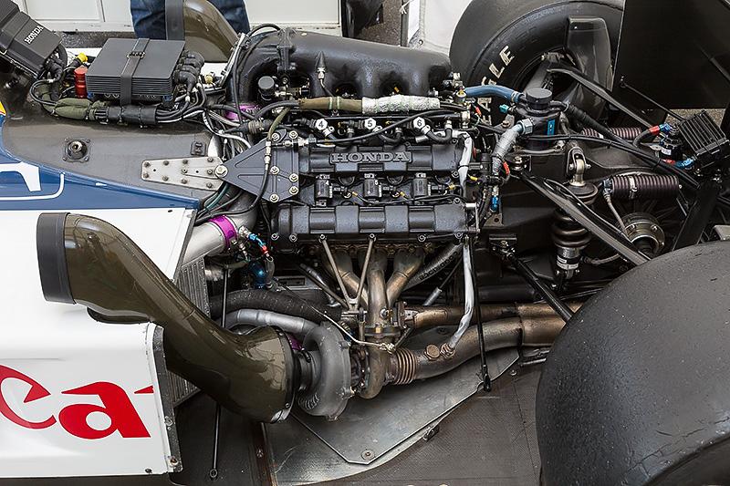 エンジンはV型6気筒1.5リッターターボのRA166E
