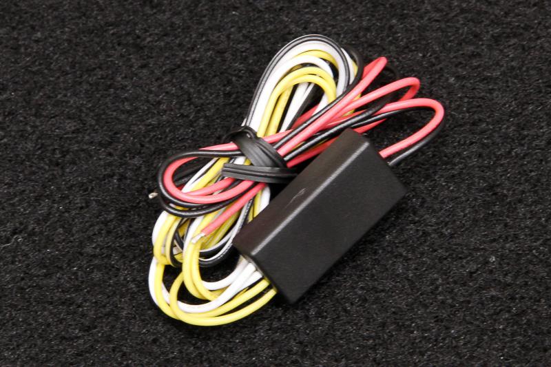 LEDは直接12Vに接続するのではなく、この電圧変換部を介して接続