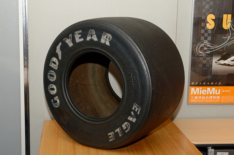 小林可夢偉選手のサイン入りヘルメットやかつてのF1用タイヤも