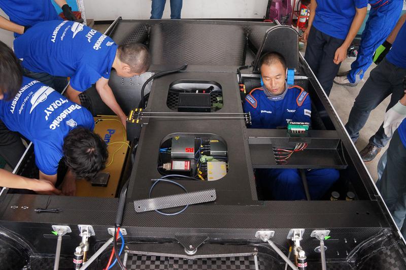 バッテリーはドライバーの右隣に搭載