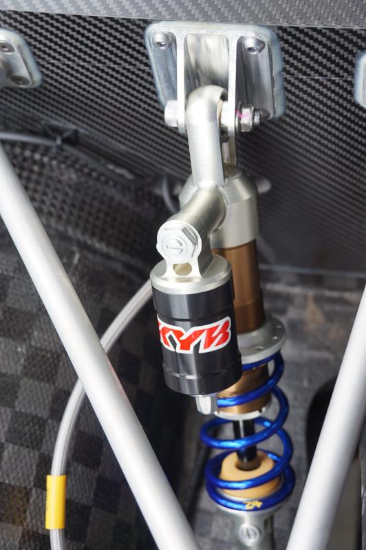 テスト走行後、高速走行時の安定性を高めるためダンバーを設定を4輪それぞれで最適化した