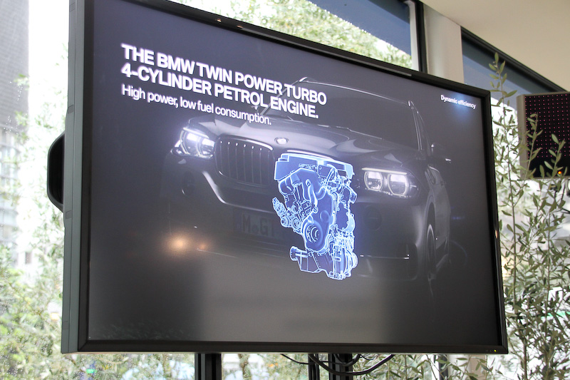 エンジン、モーター、トランスミッション、リチウムイオンバッテリーなどの配置場所を示すスライド