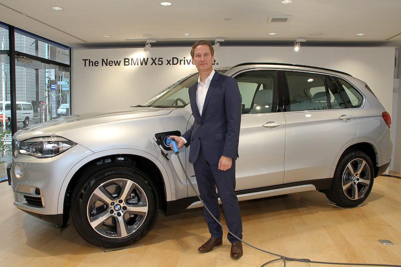 「X5 xDrive40e」と独BMWで同モデルの開発責任者を務めるゲルハルト・ティール氏