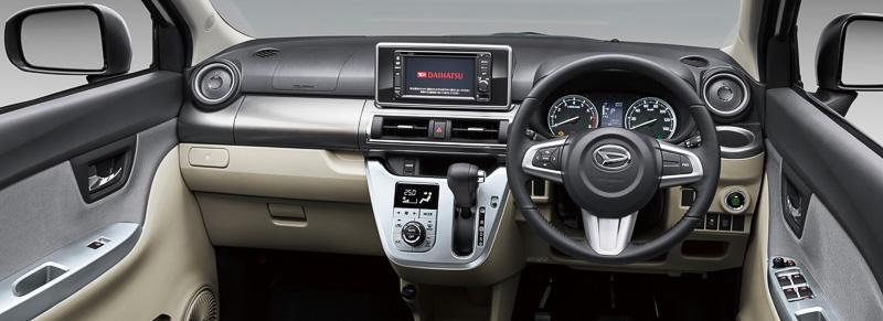 キャスト スタイルのアクセントカラーで基本となるシルバー。助手席の前方にリッドを備えるクローズタイプのインパネトレイを設定。プッシュ式のオートエアコンは全車標準装備