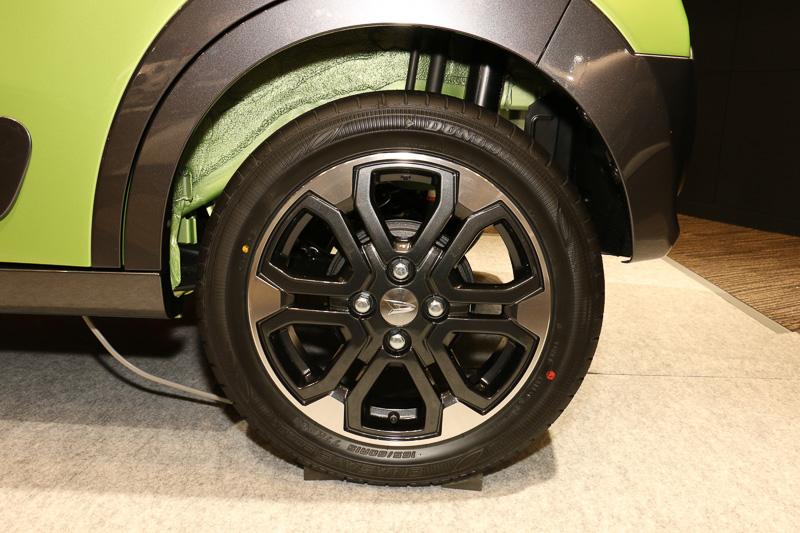 アクティバのタイヤ&ホイール。タイヤサイズは165/60 R15 77H