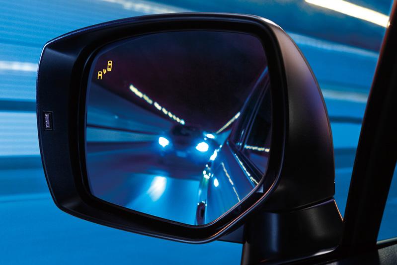 ドアミラー内蔵のLEDランプの発光と警報音で注意をうながす
