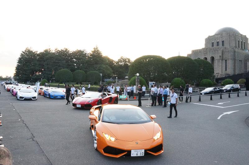 58台のランボルギーニが参加して表参道や渋谷駅前交差点をルートとするパレードを行った