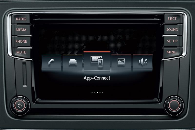 CDプレーヤー、MP3/WMA再生、AM/FM、Bluetoothオーディオ/ハンズフリーフォン付きのインフォテイメントシステム「Composition Media」を全車に標準装備