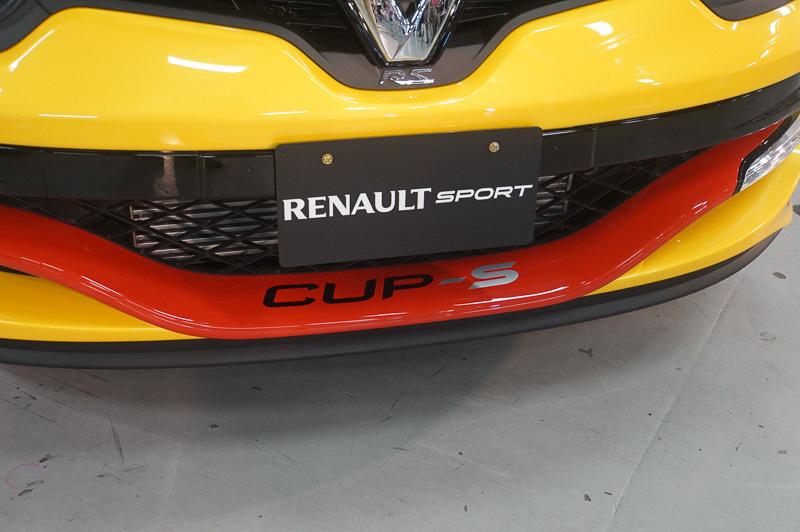 フロントのバンパーにはCUP-Sのロゴ