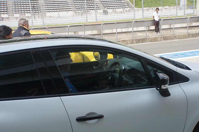 ルーテシア ルノー・スポール トロフィーに乗り込む、ヨス・フェルスタッペン氏