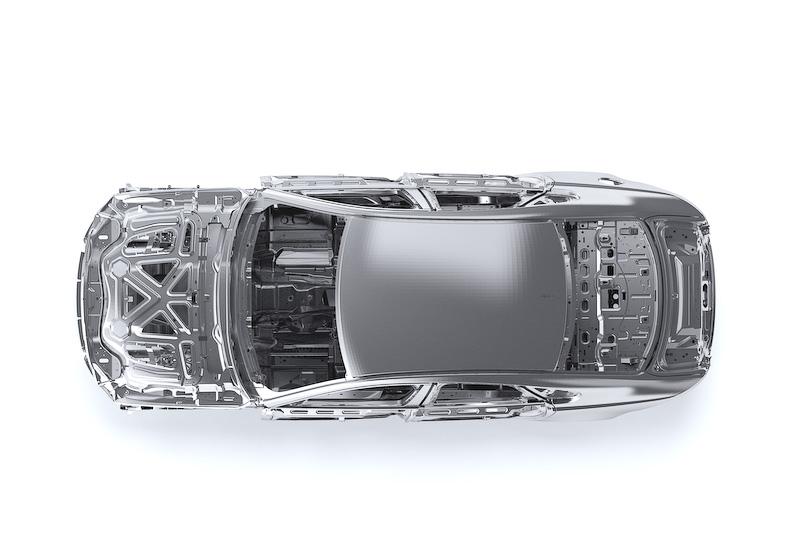 新型XFではボディーの75%にアルミニウムを使用した軽量モノコック構造を採用。従来の「XF」と比較して最大190kgの軽量化を実現
