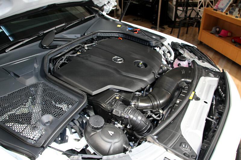最高出力125kW(170PS)/3000-4200rpm、最大トルク400Nm(40.8kgm)/1400-2800rpmを発生する直列4気筒2.2リッターディーゼルターボエンジン
