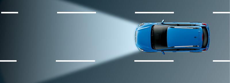 「ハイビームアシスト」が先行車両や対向車を検知すると自動的にロービームになるので、夜間走行時に気兼ねなくハイビームが使えるようになり、安全性が高められる