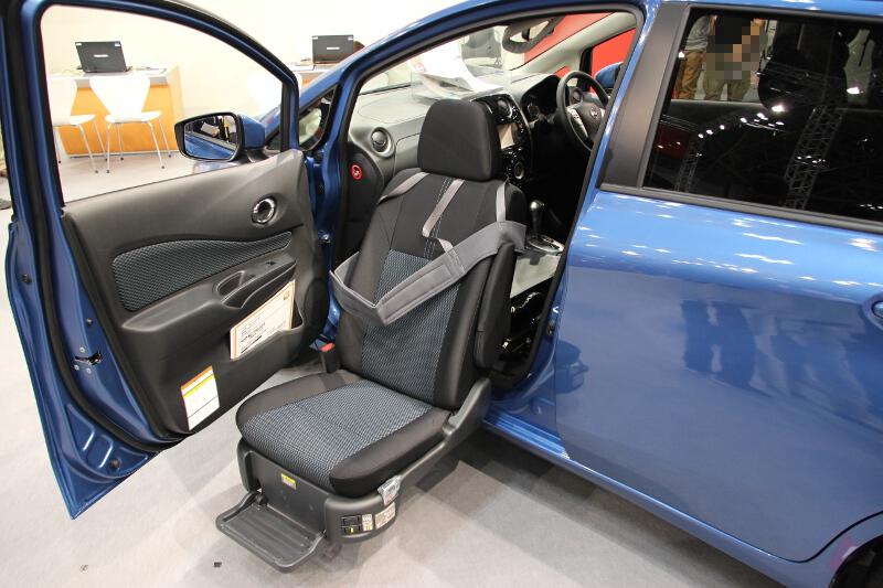 「ノート」の助手席スライドアップシート車