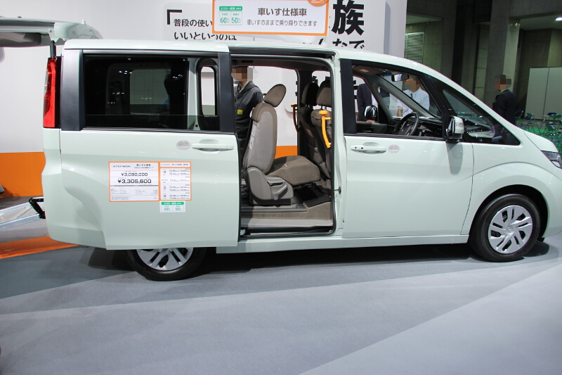 新型ステップワゴンの車いす仕様車