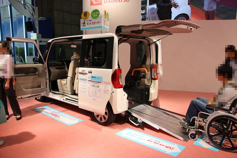 タントは2WD車は前輪駆動(FF)で低床設計なのでスロープを設定しやすい