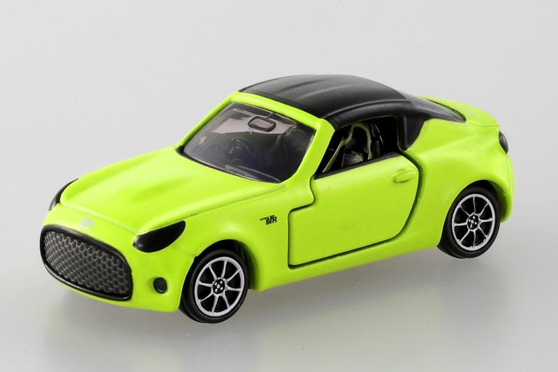 トヨタ自動車の新世代ライトウェイトスポーツコンセプト「TOYOTA S-FR」を、重量約43gのトミカで再現。イエローのボディーカラーやホイール、シートのロゴマークなど細部までこだわったハイディティールコレクションモデル