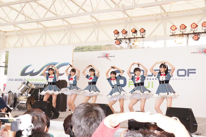 ステージではAKB48 Team 8が登場してライブなどを実施