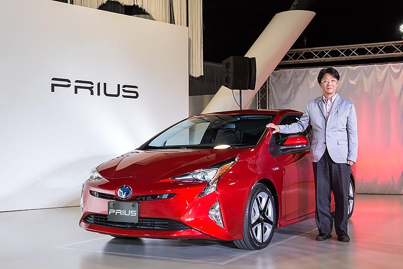 燃費40km/Lの実現を目標に開発された新型「プリウス」と、開発者の豊島浩二氏