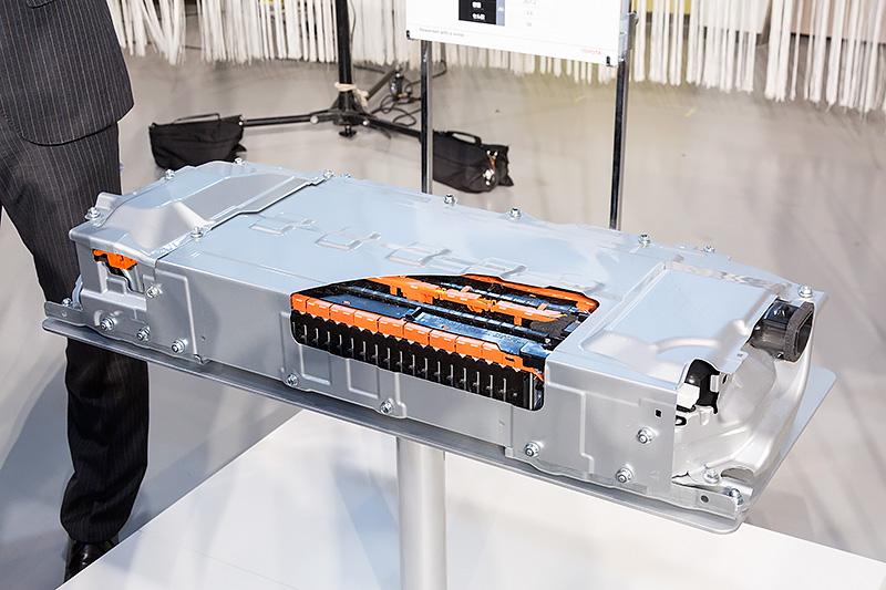 新型プリウスのリチウムイオンバッテリー
