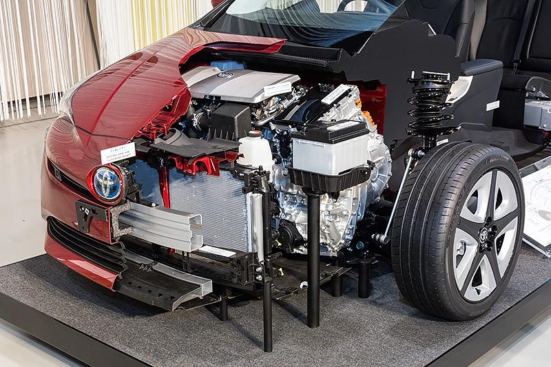 エアインテーク部にはシャッターがついた。これにより効率的にエンジンを温めることが可能となる
