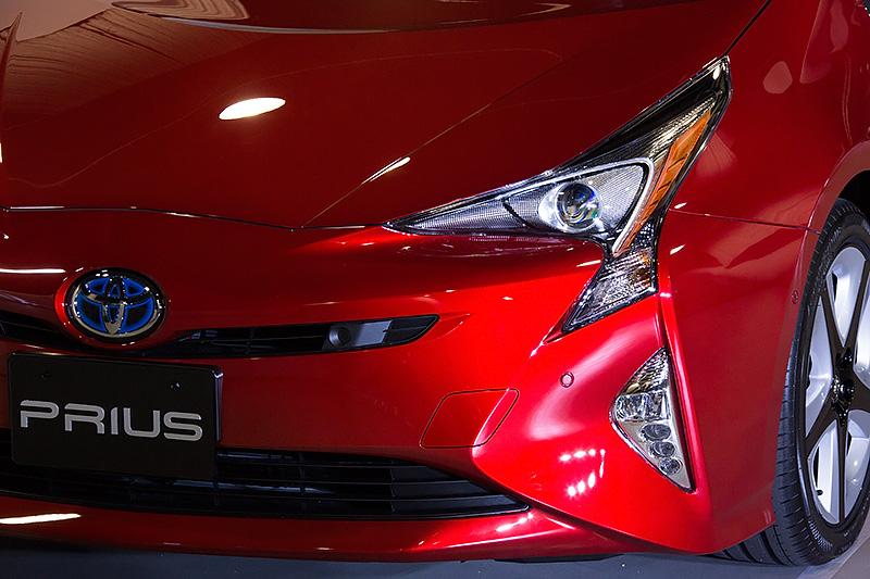 17インチ仕様車。ボディーカラーは新色の「エモーショナルレッド」。反射層と透過層を分けた塗装工程により色域を拡大