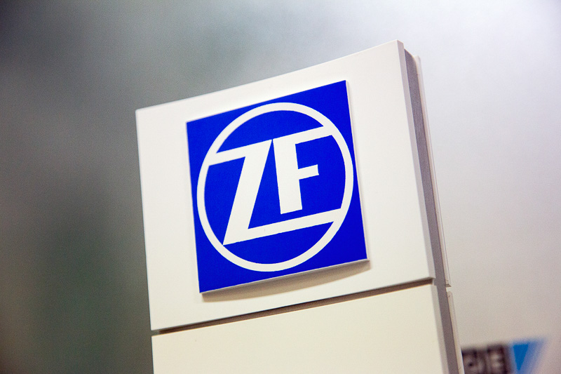 100年前の創業当時から、フォントなどをわずかずつ変えながらも一貫して使い続けられているZFのコーポレートロゴ