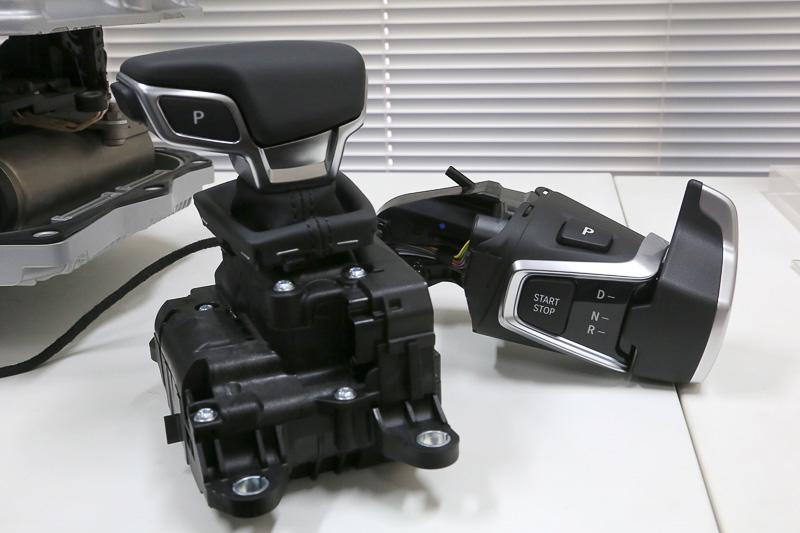 ZFはAT車用のシフトセレクターも製造。これはシフト・バイ・ワイヤー対応の電子制御シフター。非接触ポジションセンシングと二重系CAN通信に対応