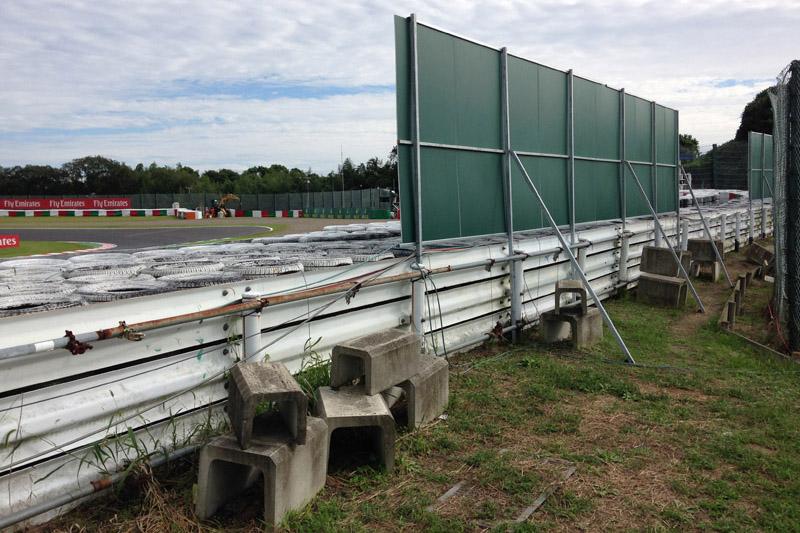 F1開催時は国内レースにはない看板が設置されて撮影できない場所が増えるため、事前に確認しておいた
