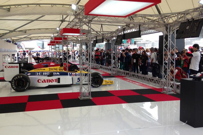 F1マシンの展示。手前のスペースが空いている……