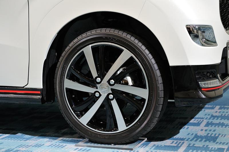 2WD車は16インチタイヤを装着。ハイグリップなスポーツタイヤもオプション設定する