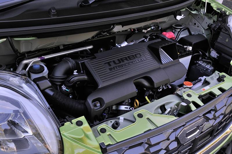 エンジンの型式は自然吸気、ターボともに「KF型」。写真の直列3気筒DOHC 0.66リッターターボエンジンは最高出力47kW(64PS)/6400rpm、最大トルク92Nm(9.4kgm)/3200rpmを発生