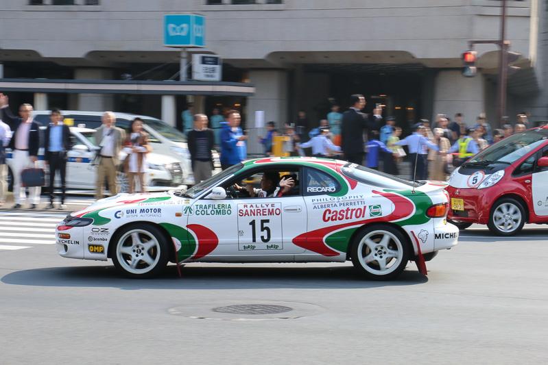 レーシングスーツに身を包み、気合い万全でパレードに臨んだトヨタ自動車 代表取締役社長の豊田章男氏は、WRCレプリカの「セリカ GT-Four」をドライブ。今回の走行ではドーナツスピンの披露などは行われていない