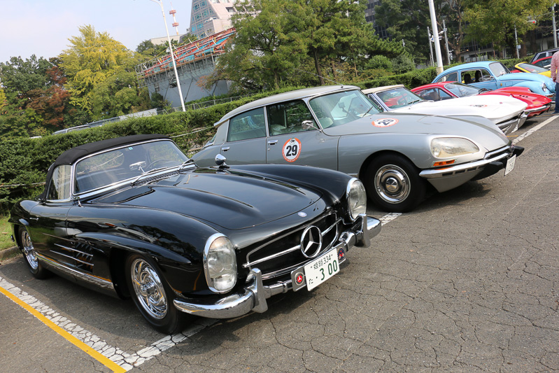 東京プリンスホテルの駐車場に並ぶパレード参加車両
