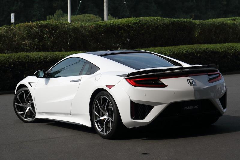 今後導入が予定される先進技術を体感するとともに、未発売モデルの運転もできる「2015 Honda ミーティング」が開催。会場ではホンダバッヂの付いた新型NSX プロトタイプも公開された。フロントリップやリアスポイラーなどがカーボン化されるオプションがついていた