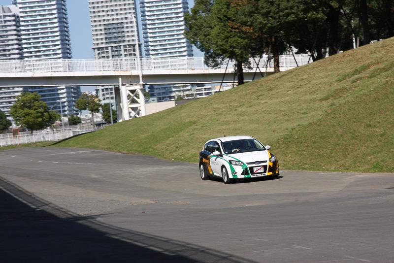パシフィコ横浜の海側にある駐車場スペースで試乗会が行われた