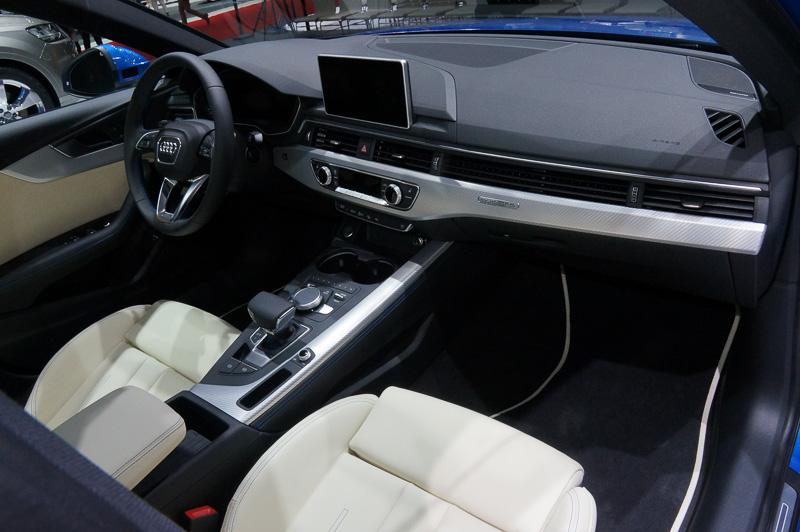 新型 A4 セダン