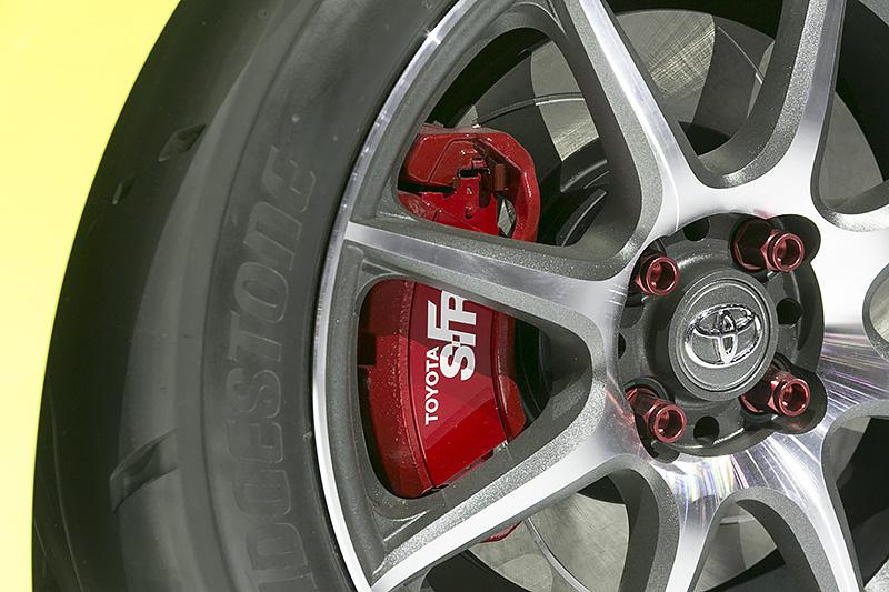 ブレーキは片持ちタイプ