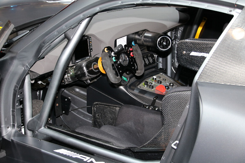 「メルセデスAMG GT3」のコクピット