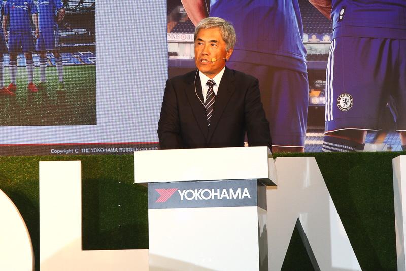プレスカンファレンスでスピーチを行なった横浜ゴムの野地彦旬社長