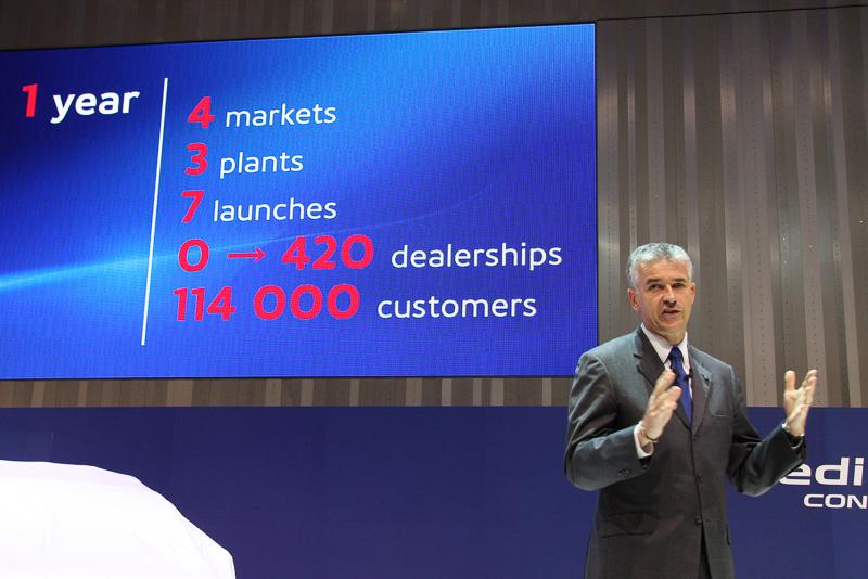 2013年7月から1年間で新興国市場に計420のディーラーを展開し、11万4000人の顧客を獲得したと紹介