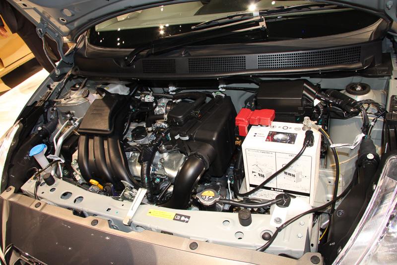 87PSを発生する1.6リッターガソリンエンジンを搭載。5速MTと組み合わせる