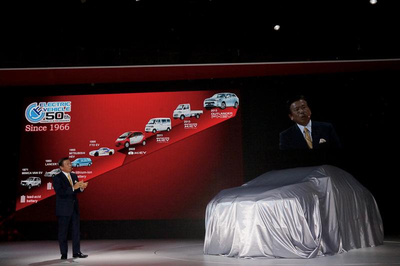 プレゼンテーションでは、1982年の初代「パジェロ」から始まる同社SUVの歴史やこれまでのEVへの取り組みなどを紹介