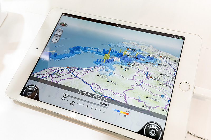 カーナビに特化したドライブサポーター。通信によりさまざまな情報を取得できるのが魅力。こちらは降雨情報