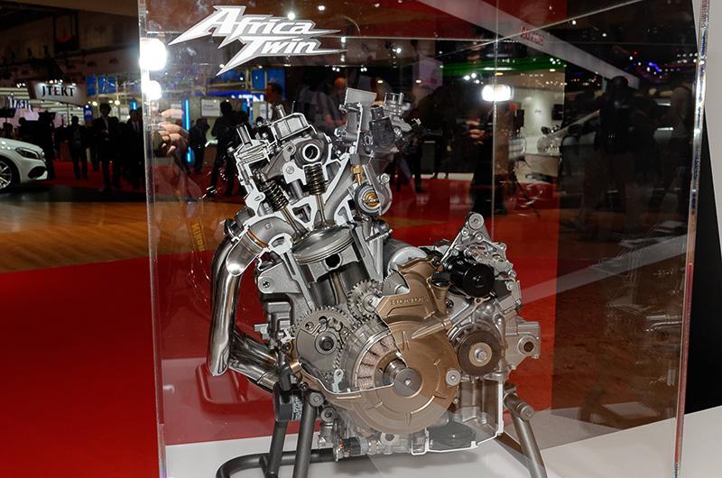 「CRF1000L Africa Twin」のエンジンのカットモデル