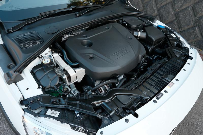 直列4気筒2.0リッター直噴ターボディーゼルエンジンは最高出力140kW(190PS)/4250rpm、最大トルク400Nm(40.8kgm)/1750-2500rpmを発生。JC08モード燃費は19.5km/Lを実現している