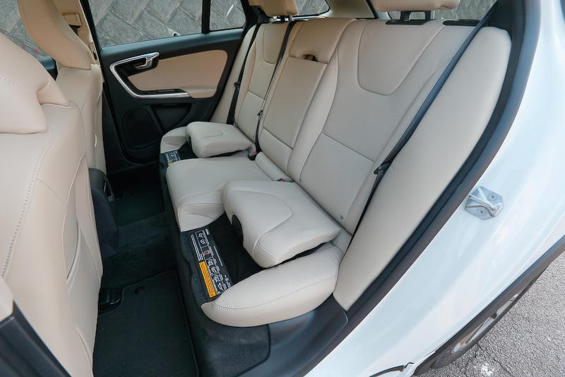 オプション設定の「ファミリー・パッケージ」(4万2000円)を選択すると、後席にチャイルドシートが備わる