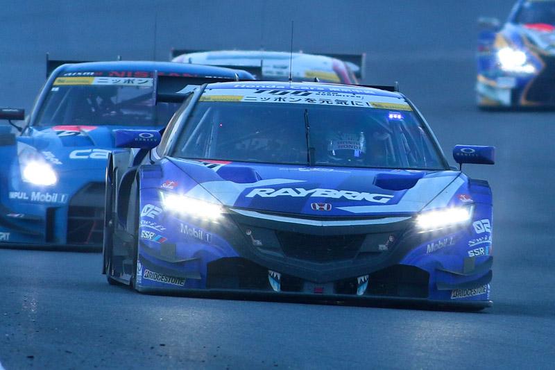 100号車 RAYBRIG NSX CONCEPT-GTに抜かれてしまった12号車 カルソニック IMPUL GT-R